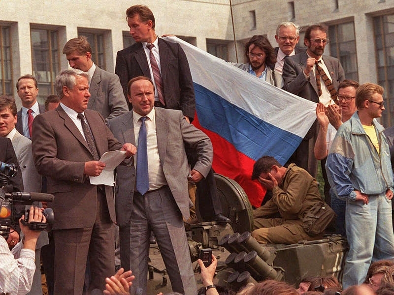 yeltsin on a tank before the white house august 1991