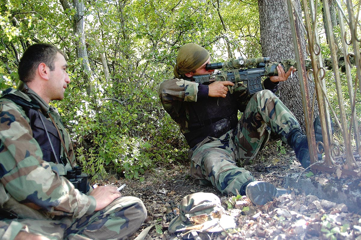 Georgian_sniper_during_South_Ossetia_war.jpg