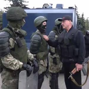 Over één ding lijkt iedereen het eens: Loekasjenko moet weg! Maar hoe?