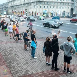 Witrussen vormen menselijke keten tegen herverkiezing Loekasjenko