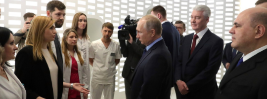 Putin with medical personnel march 2020